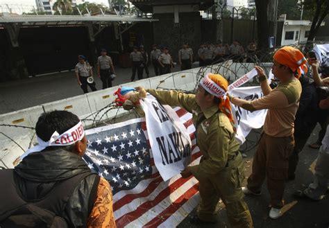 film indonesia muslim lawyers in pakistan rally against anti islam film the