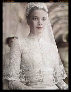 White wedding dress queen victoria wedding dress