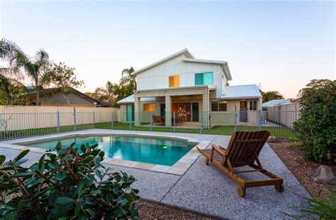 pros  cons  buying  house   pool dhlviews