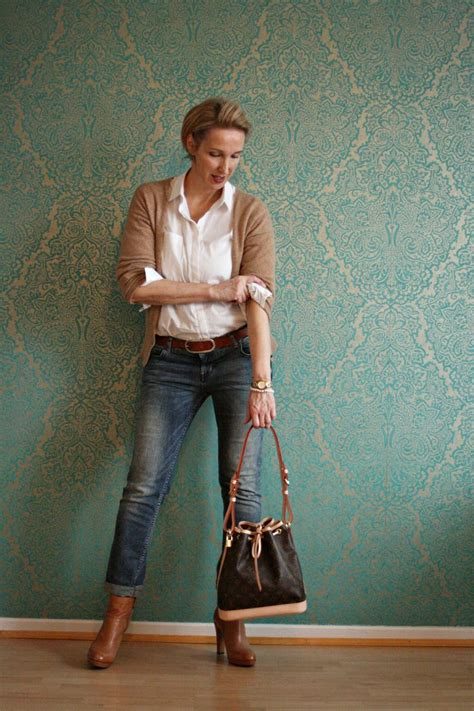 simplest work wardrobe for 35 yr old woman 1000 ideas about mature women fashion on pinterest