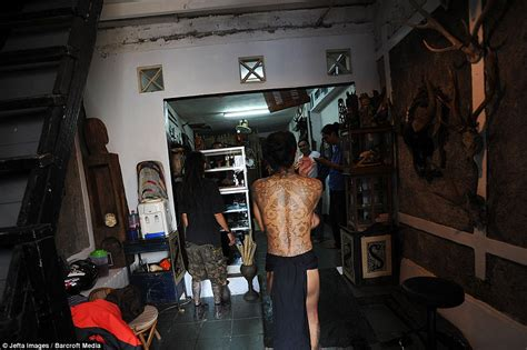 tattoo parlour jakarta skin and bare it tattoo artist in indonesia shows off
