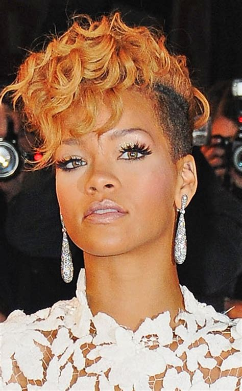 pics of rihana weaves rihanna s hair stylist women are losing themselves