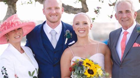 brides with alopecia why bride with alopecia proudly shows off bald head even