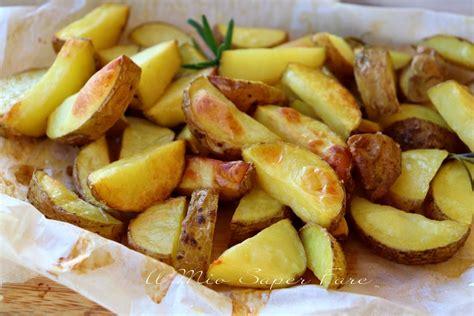 cucinare le patate con la buccia patate al forno con la buccia cotte su carta forno ricetta