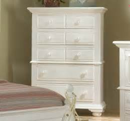 Distressed Bedroom Set Cottage Traditions Distressed White Bedroom Furniture Set