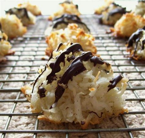 vanilla bean besitos de coco macaroon kisses
