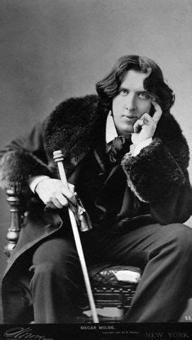 Discover: Oscar Wilde, The Iconic Writer