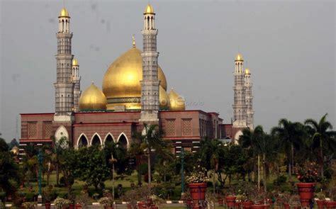 wallpaper masjid kubah emas masjid kubah emas ch 28 okezone foto