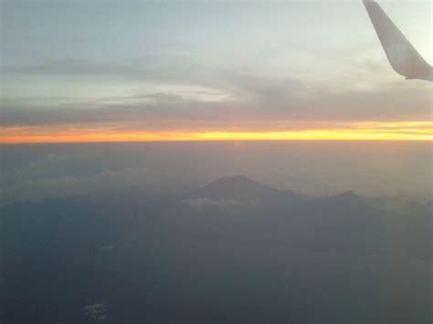 foto foto perjalanan pemandangan sunset gunung agung