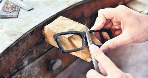 Handmade Spectacles - artists join forces to produce customized handmade