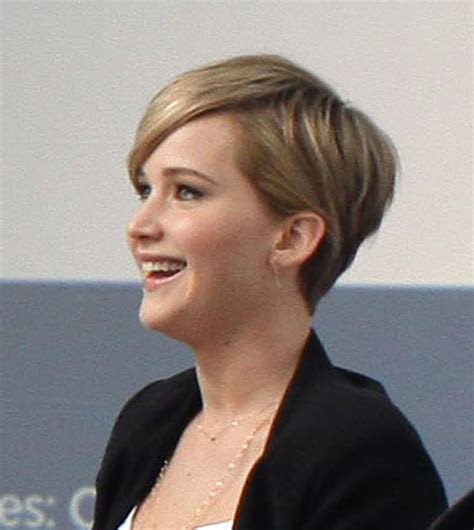 instructions for jennifer lawrece short haircut casual fuggerday jennifer lawrence s pixie cut go fug