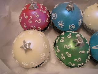 baking outside the box christmas ornament cupcakes