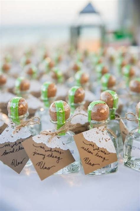 Wedding Favors Table by 1000 Ideas About Wedding Favors On