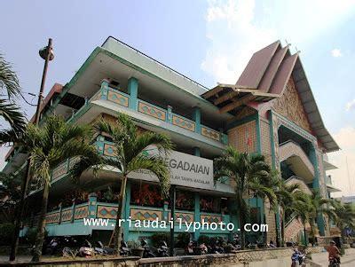 Karpet Di Pasar Bawah Pekanbaru pasar bawah pasar wisata andalan pekanbaru riau daily photo