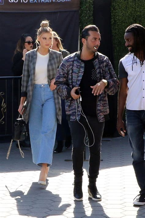 charlotte mckinney on the set of extra in universal city charlotte mckinney photo gallery page 2 theplace
