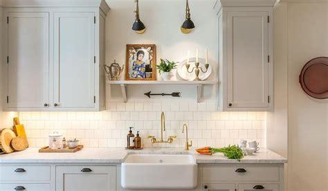 Light Gray Kitchen Cabinets With White Square Backsplash Square Tile Backsplash