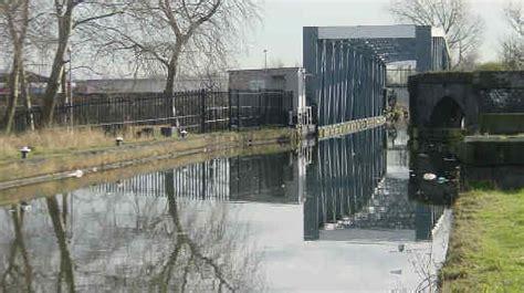 barton swing aqueduct barton swing aqueduct on the bridgewater canal crossing