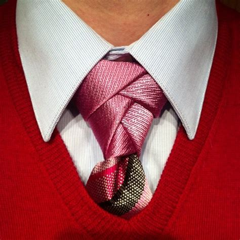 Atasan Contrast Top With Ties In A Knot Sleeves Pink eldredge knot with a contrast tie from edietty ties knots and how tos a