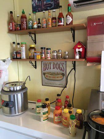 des moines dog house des moines dog house restaurant reviews phone number photos tripadvisor
