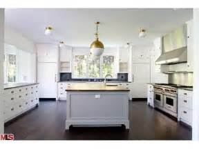 contrasting kitchen cabinets la dolce vita beautiful kitchens contrasting cabinets