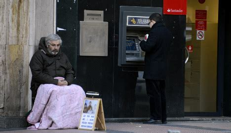 gap widens  spains rich  poor  local