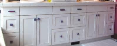 Houzz Bathroom Vanity Knobs Custom Glass Knobs And Pulls For Bathroom Vanity By Uneek