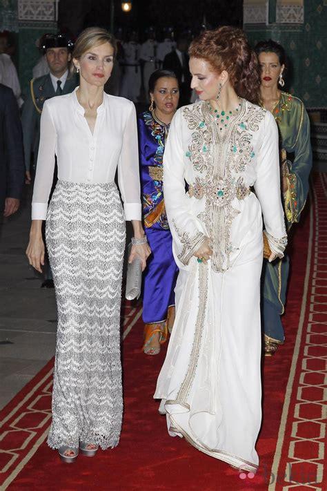reinas y princesas sufridoras la reina letizia y la princesa lalla salma a su llegada a la cena de gala ofrecida en marruecos