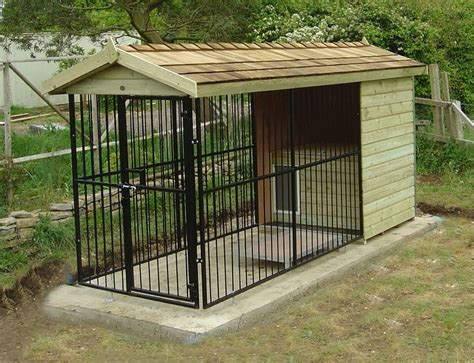 backyard dog kennel ideas 25 best ideas about outdoor dog runs on pinterest dog