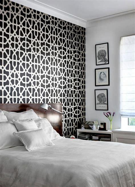Merveilleux Deco Murale Chambre Fille #5: jolie-chambre-a-coucer-avec-leroy-merlin-louvroi-papiers-peints-leroy-merlin-blanc-noir-avec-fleurs.jpg