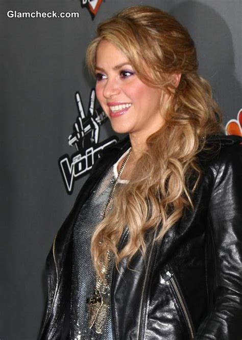 hairstyles on the voice shakira mixes it up at the voice top 12 event