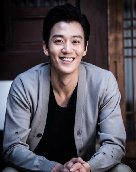 film terbaru kim rae won news kim rae won up to become black knight in kbs