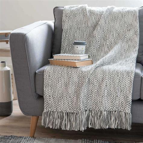 copriletto grigio oltre 25 fantastiche idee su copriletto grigio su