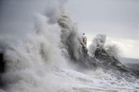 wavestormthegrease com wales weather huge waves set to hit welsh coast as storm