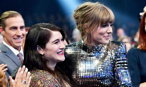 taylor swift date to ama taylor swift s amas date is pregnant friend claire winter