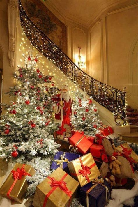 4nov14 christmas tree over flowing with presents