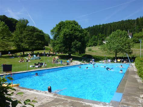 schwimmbad mit überdachung schwimmbad im schwarzwald freibad schweigmatt im
