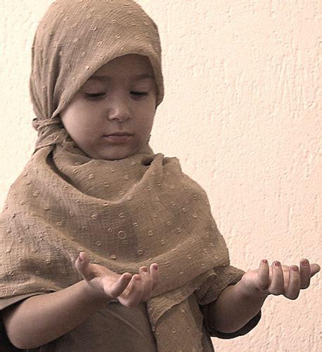 3d little girl pw little girl praying sadat flugaj flickr