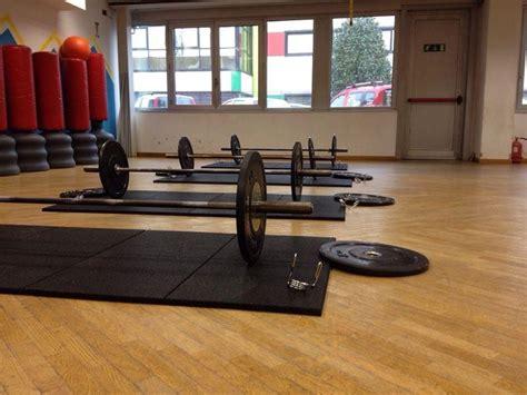 pavimenti in gomma per palestre pavimento antitrauma in gomma per palestre e centri fitness