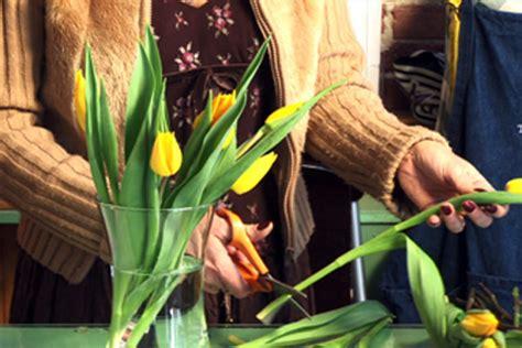 how to keep flowers fresh overnight make flowers last longer flowers magazine