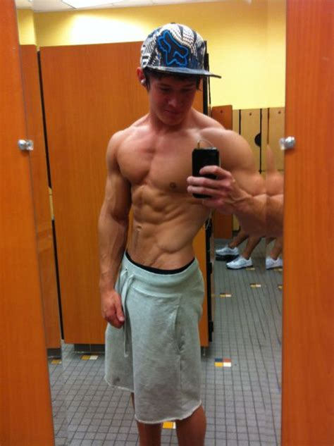 guy bathroom selfie the gallery for gt guy shirtless selfie