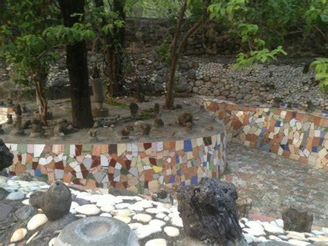 Rock Garden Chandigarh Tickets Sculpture At The Entrance Picture Of The Rock Garden Of Chandigarh Chandigarh Tripadvisor