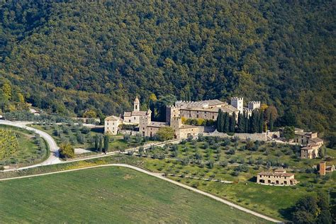 the world s biggest house world s largest house for sale in tuscany for 32 million but it s a secret