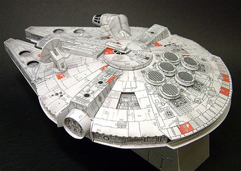 Millenium Falcon Papercraft - papercraft millenium falcon build it yourself
