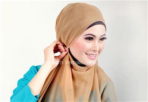 Jilbab Segi Empat Quanesha cara memakai jilbab segi empat kreasi modis dan modern