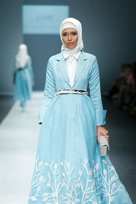 design baju zaskia adya mecca busana muslim bertema alam di tangan zaskia adya mecca