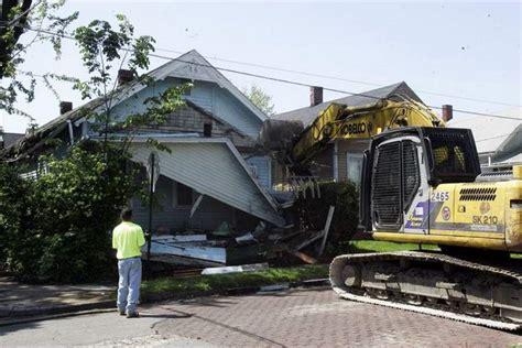 trash house trash filled toledo house torn down the blade