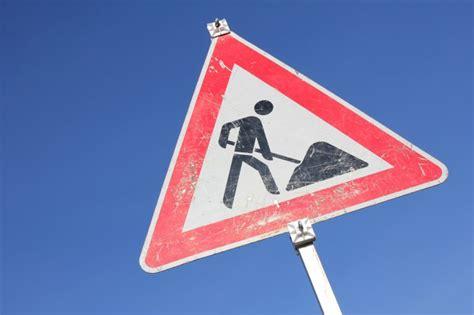 Baustellenschild Notwendig by Nacharbeit Notwendig N Land