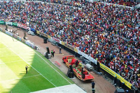 imagenes estadio azteca chespirito miles rinden 250 ltimo homenaje a chespirito en el estadio