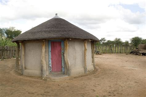 xhosa hutte file rondavel house in botswana jpg wikimedia commons