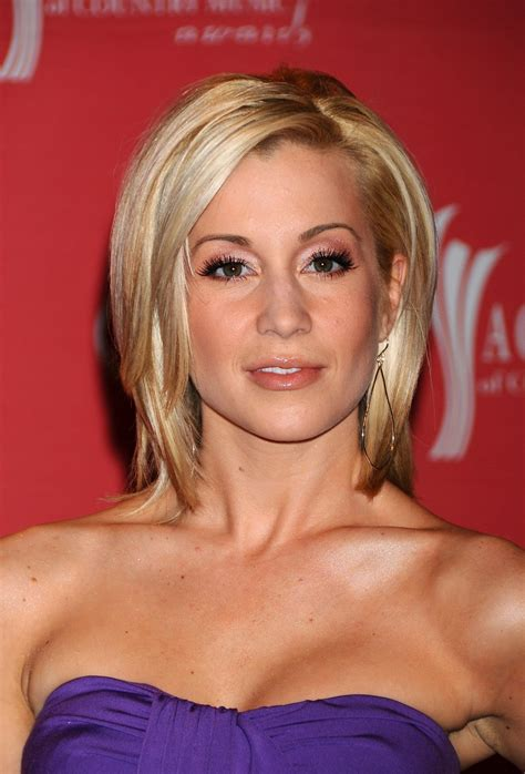 kelly pickler hair pictures short hairstyle 2013 kellie pickler haircut from video 2013 short hairstyle 2013